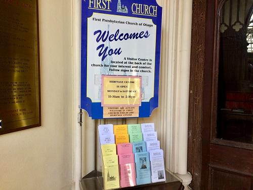 ファースト教会のパンフレット