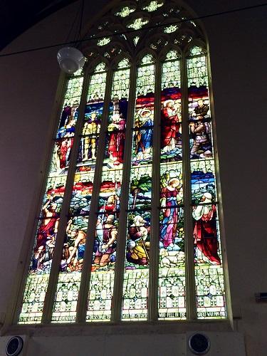 ファースト教会のステンドグラス