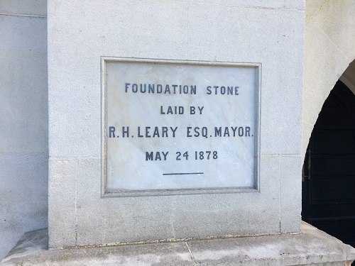 ダニーデン市庁舎の基礎工事が始まった年