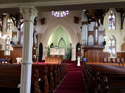 ファースト教会の内部
