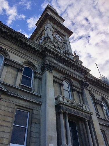 ダニーデン市庁舎を正面から見たところ