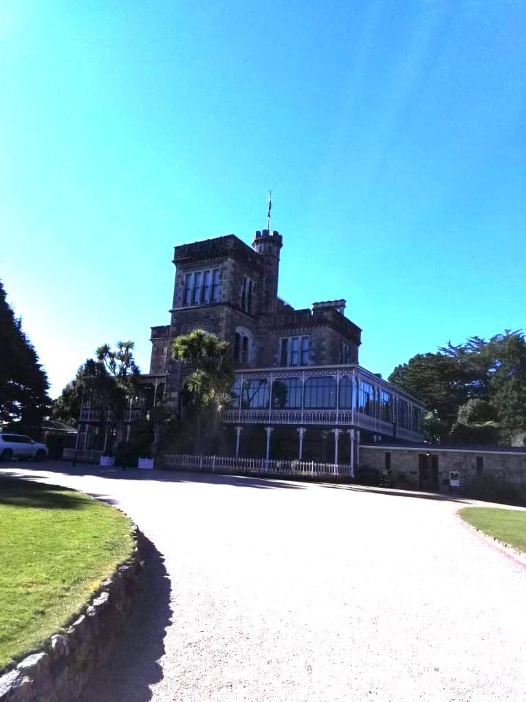 ラーナック城の前の道