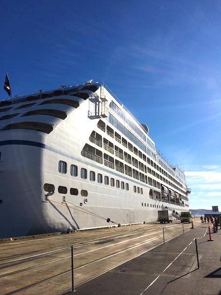 チャーマーズ港に来るクルーズ船