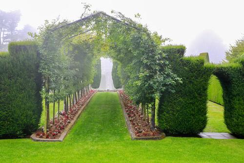 ラーナック城の庭園