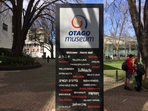 オタゴ博物館 外の看板