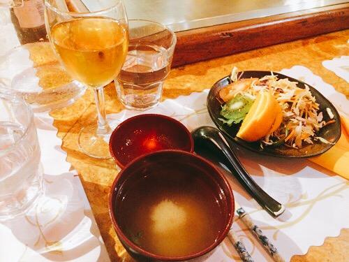 ダニーデンの鉄板焼きTokyo Gardenサラだとお味噌汁