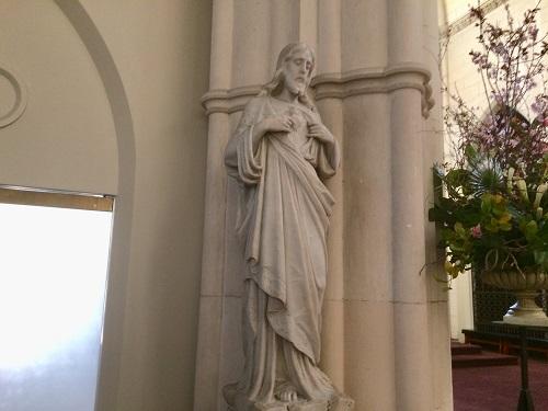 セント ジョセフ 大聖堂 祭壇横の像 左