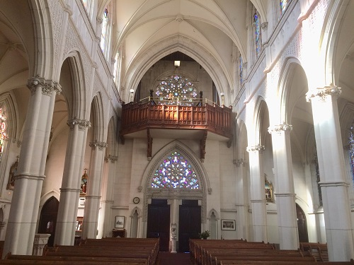 セント ジョセフ 大聖堂 内部 正面入り口側