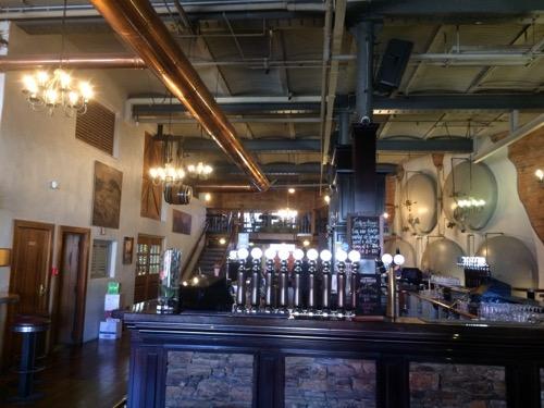 ダニーデンのスぺイツ醸造所 レストランの内部バー