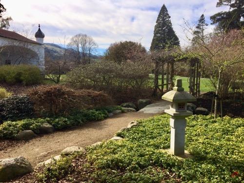 ダニーデン植物園 小樽庭園から入り口を見る