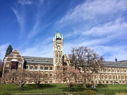オタゴ大学 時計台遠くから見たところ