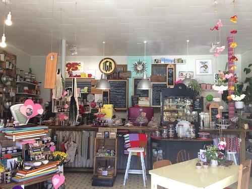 ニュージーランドダニーデンのカフェBlack's Road Green Grocerお店正面