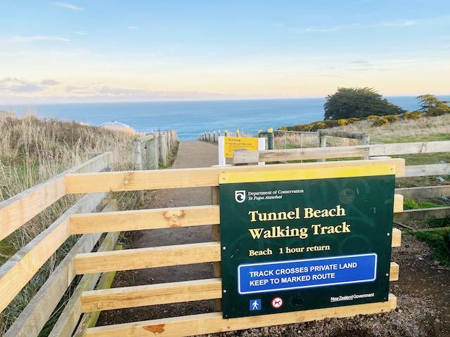 トンネルビーチの入り口