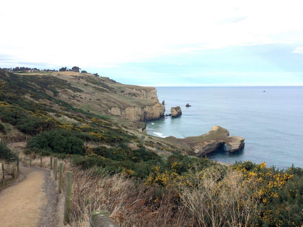 トンネルビーチを見下ろす風景