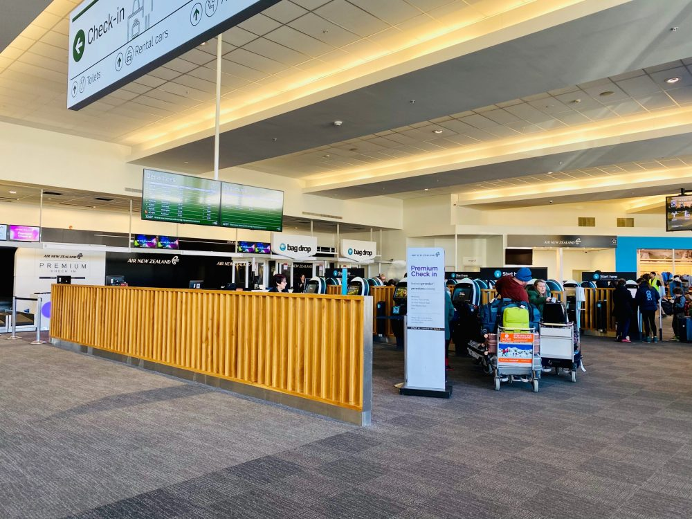 クイーンズタウン空港のニュージーランド航空チェックインカウンター