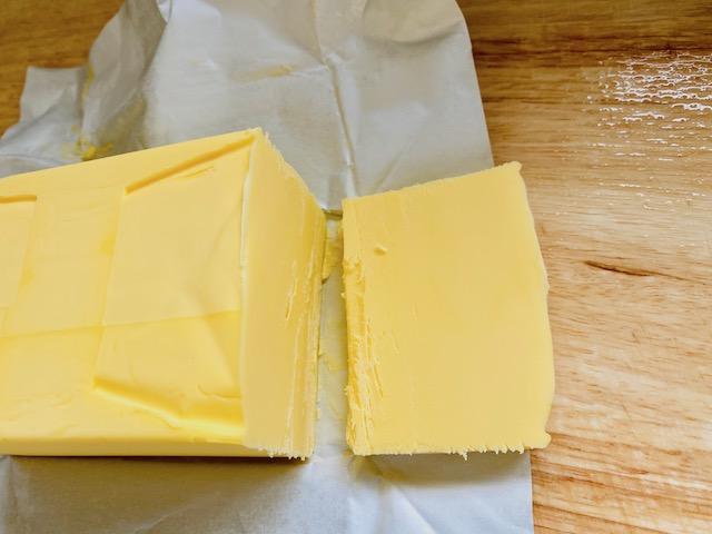 ウエストゴールドバターは黄色が濃い
