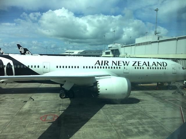 日本へ一時帰国の妄想中ニュージーランド航空にて