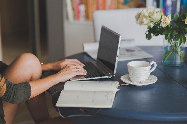 海外に住みながらブログやアフィリエイトでおすすめ商品の紹介が収入になる