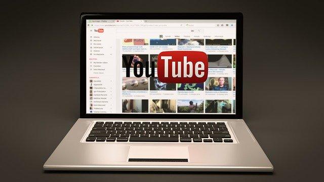海外在住でも稼げる方法はYouTubeでコツコツ動画を投稿する