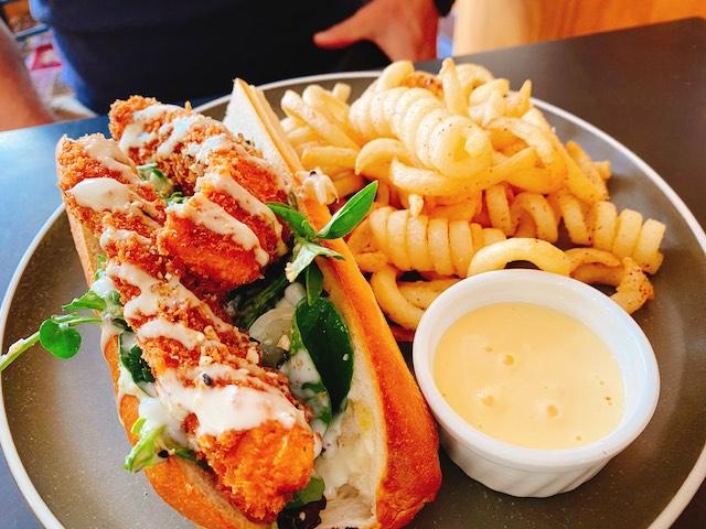 ダニーデンのカフェThe Swanのメニューフィッシュサブサンドイッチ