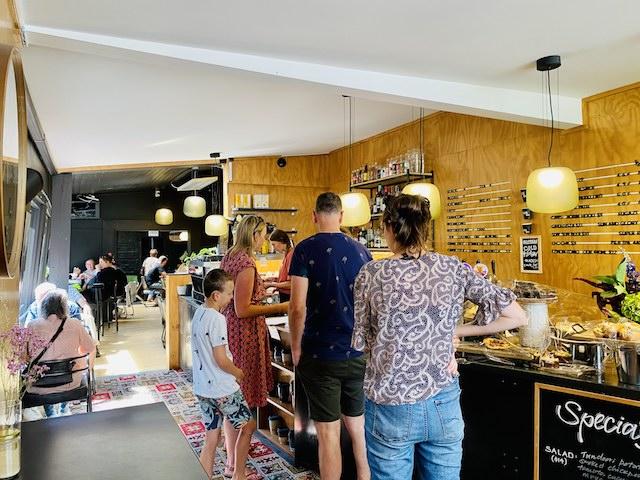 ニュージーランドダニーデンのカフェThe Swanのお店の内部の様子
