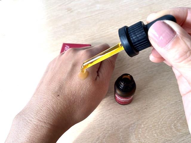 トリロジーのローズヒップオイルは毛穴やシミ改善に効果的